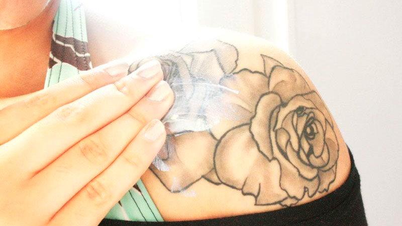 produkty CBD i tatuaże